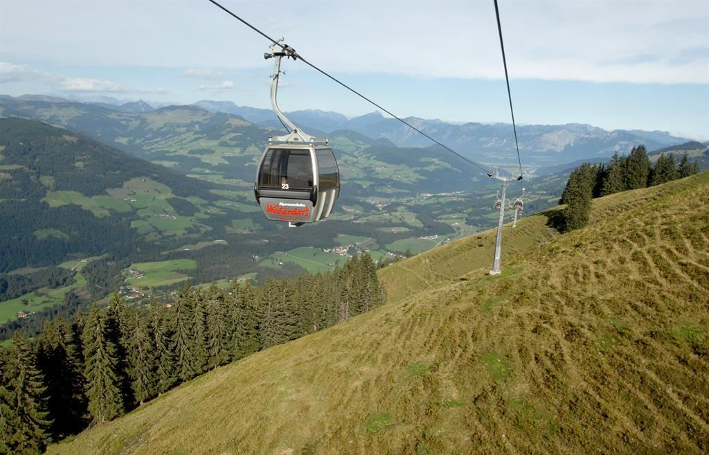 6-seater cable car Alpenrosenbahn (Alpinolino & Kreuzjöchl lake)